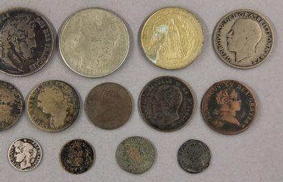 Lot de pièces divers dont une pièce de 5 FF 1832 en argent, une Couronne Victoria...