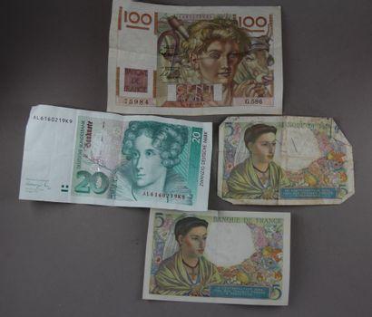 * Lot :  - Un billet de 100 FF Paysan (pliures)...