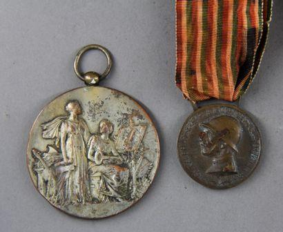 Lot :  - Italie : médaille commémorative de la guerre italo-autrichienne 1915-1918...