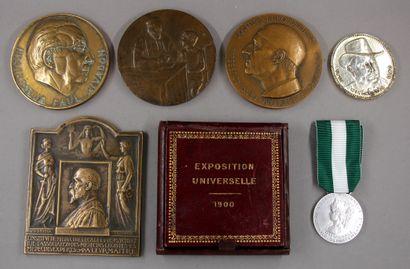 Lot de médailles en bronze et divers concernant...