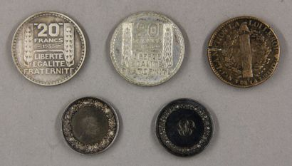 Une pièce de 2 sols au faisceau 1791 (accident), deux pièces de 20 FF Turin en argent,...