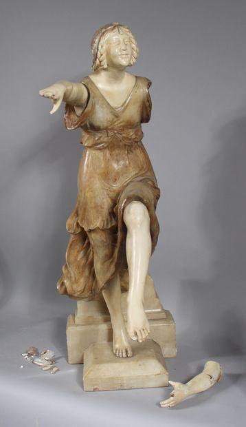 COUBINE  Femme debout  Sculpture en albâtre,...