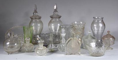 Lot de vases, vases couverts, bonbonnières...