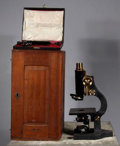 NACHET Paris  Microscope en métal, 1927 dans...