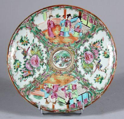 Assiette ronde en porcelaine polychrome à...