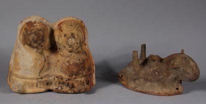 Deux moules en céramique  L : 27 cm. (manque...