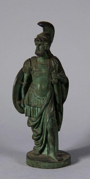 Sculpture en bronze à patine verte représentant...