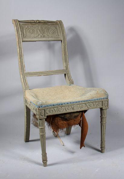 Chaise à dossier recourbé en bois sculpté...