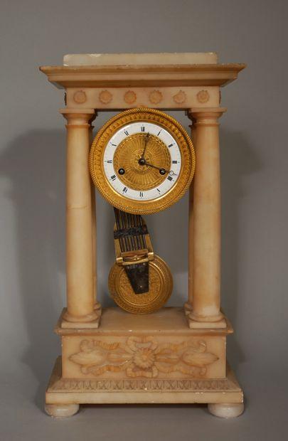 Pendule portique en albâtre et bronze, cadran...