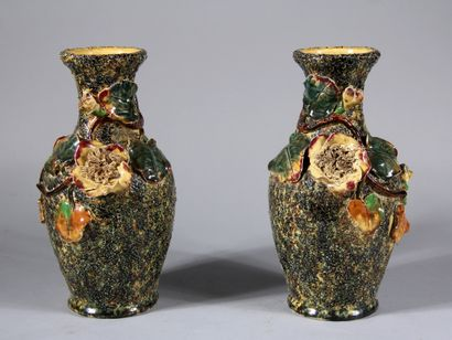 Paire de vases en faïence à décor en relief...