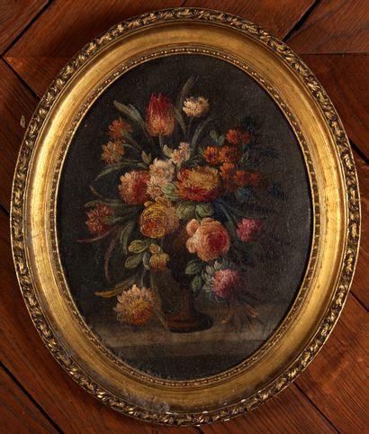 *Ecole française  Bouquet de fleurs sur un...