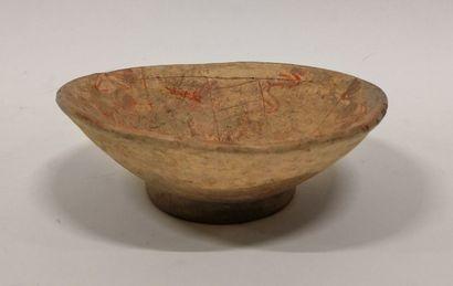 Coupe décorée de motifs rouge brique  Culture...