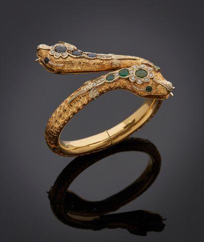 *Bracelet articulé ouvrant en or jaune 750 millièmes entièrement gravé,le centre...