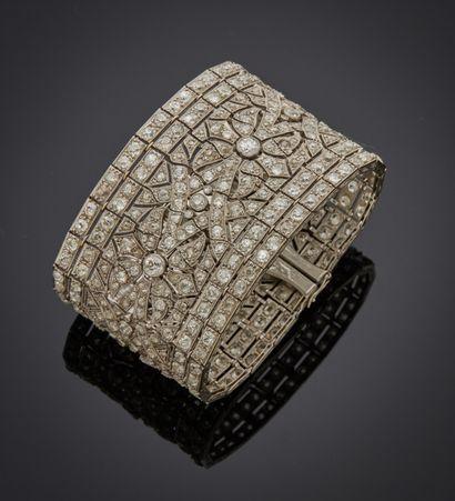 *Bracelet large articulé en or gris 750 millièmes...