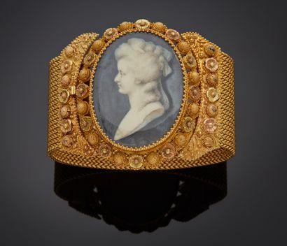 *Bracelet large et articulé en or jaune 750...
