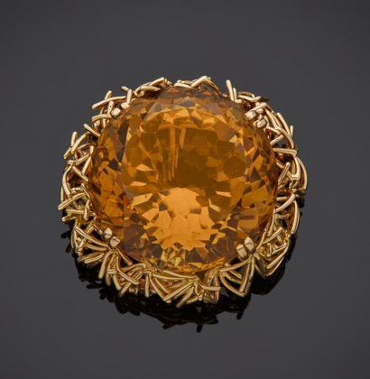 *BOUCHERON  Clip de revers en or jaune 750 millièmes orné au centre d'une citrine...