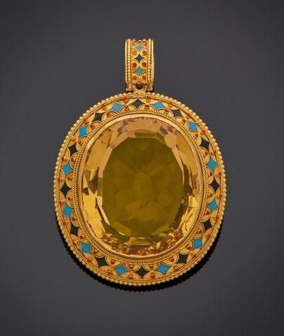 *Pendentif ovale en or jaune bas titre (ET) orné d'une importante citrine dans un...