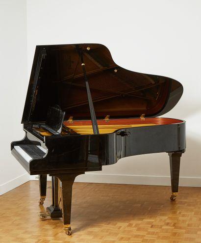 C. BECHSTEIN  Piano demi queue modèle B-208...