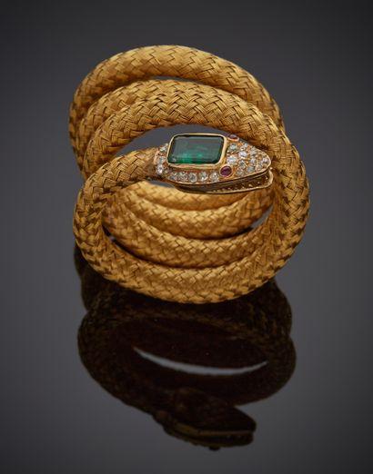 *Bracelet souple en or jaune 750 millièmes figurant un serpent enroulé, la tête...