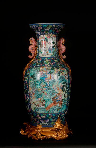 *CHINE (Canton) :  Important vase balustre...