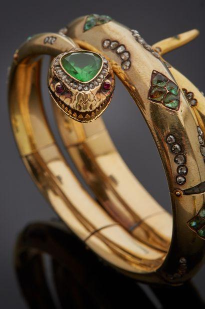 *Bracelet articulé en or jaune 585 millièmes figurant un serpent enroulé, le corps...