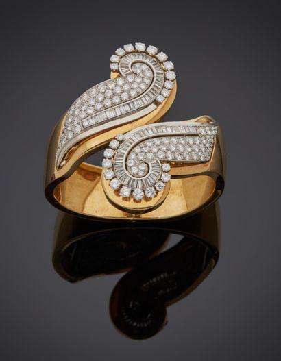*RENE BOIVIN (Signé)  Bracelet rigide et ouvrant en or jaune 750 millièmes orné...