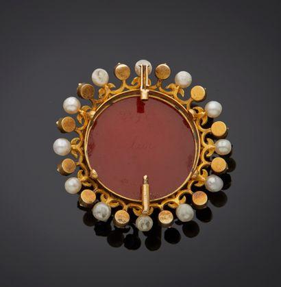 *Bracelet articulé ouvrant en or 750 millièmes de plusieurs tons gravé à décor de...