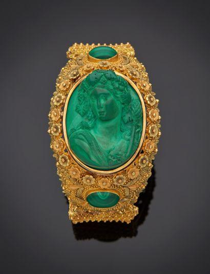 *Bracelet articulé en or jaune 750 millièmes, les maillons à décor de fleurettes...