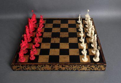 Jeu d'échecs complet, les pièces en ivoire...