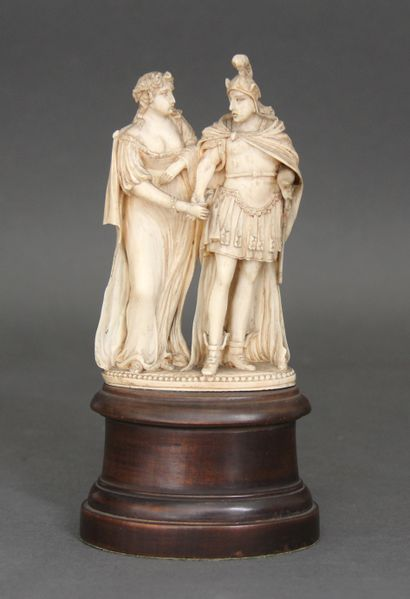 DIEPPE :  Groupe en ivoire finement sculpté...