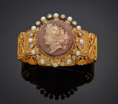 *Bracelet articulé ouvrant en or 750 millièmes...