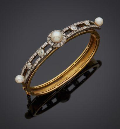 *Bracelet rigide ouvrant en or 750 millièmes,...