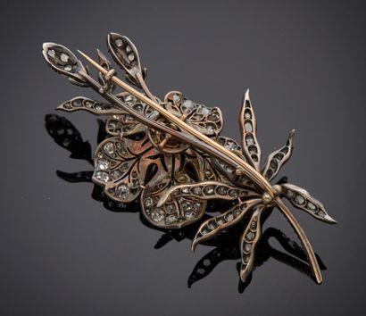 *Broche fleur trembleuse en argent 925 millièmes entièrement sertie de diamants...
