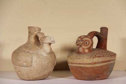 Ensemble de deux vases :  Vase étrier en...