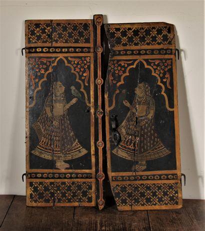 Deux panneaux de porte en bois polychrome...