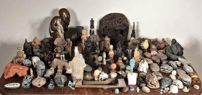 Ensemble d'objets souvenirs de voyage : Chine,...
