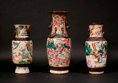 *Trois vases balustres en faïence craquelé...