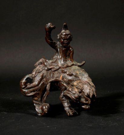 *Sculpture en métal patiné en forme d'un...