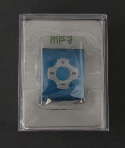 *Lecteur MP3 et USB flash disk dans sa boite...