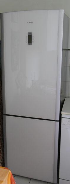 BOSCH  Réfrigérateur congélateur combinée...
