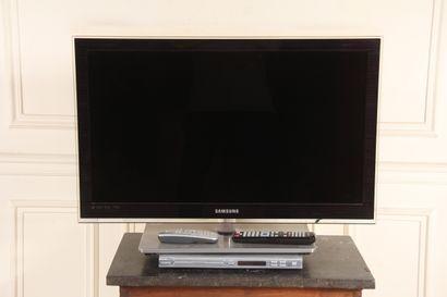 SAMSUNG  Téléviseur modèle UE32C 6700  et...