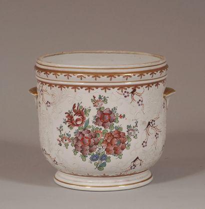 Cache-pot à anses en porcelaine polychrome...
