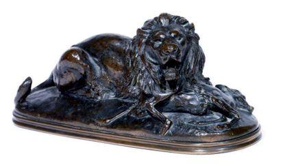 Antoine Louis BARYE (1795-1875) Lion tenant un guib Epreuve en bronze à patine brune...