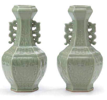 Paire de vases de forme balustre hexagonal...