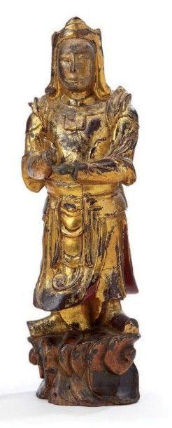 Statuette en bois laqué représentant un guerrier...