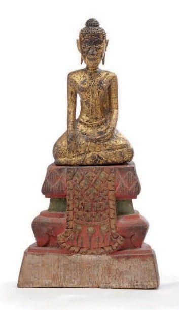 Statuette en bois laqué représentant Bouddha...