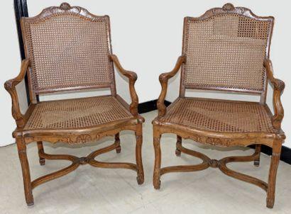 Paire de fauteuils cannés à dossier plat,...