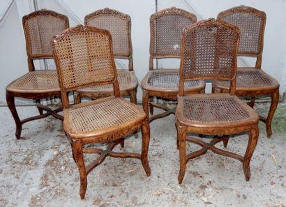 Suite de six chaises de salle à manger canées...