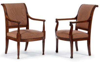 Deux fauteuils à dossier renversé en merisier...
