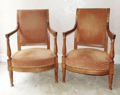 Paire de fauteuils bas en bois fruitier,...
